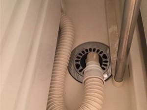 洗濯機の排水口から来る臭いの原因とその対処法