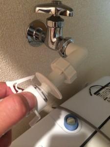 洗濯機に給水ホースを取り付ける