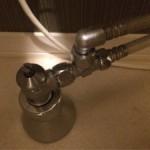 トイレの給水管から水漏れしている時の修理方法