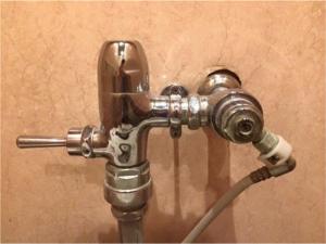 トイレの元栓の閉め方、開け方と水位の調整方法