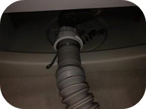 洗濯機の排水ホースを交換する方法