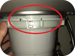 台所の床から水漏れしている時の対処法とその原因2