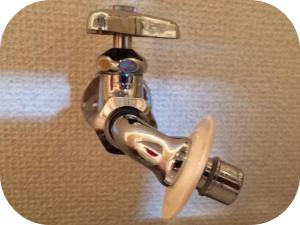 洗濯機の給水ホースから水漏れしている場合の修理方法