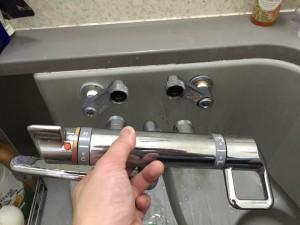 風呂の蛇口から水漏れしている場合の対処法